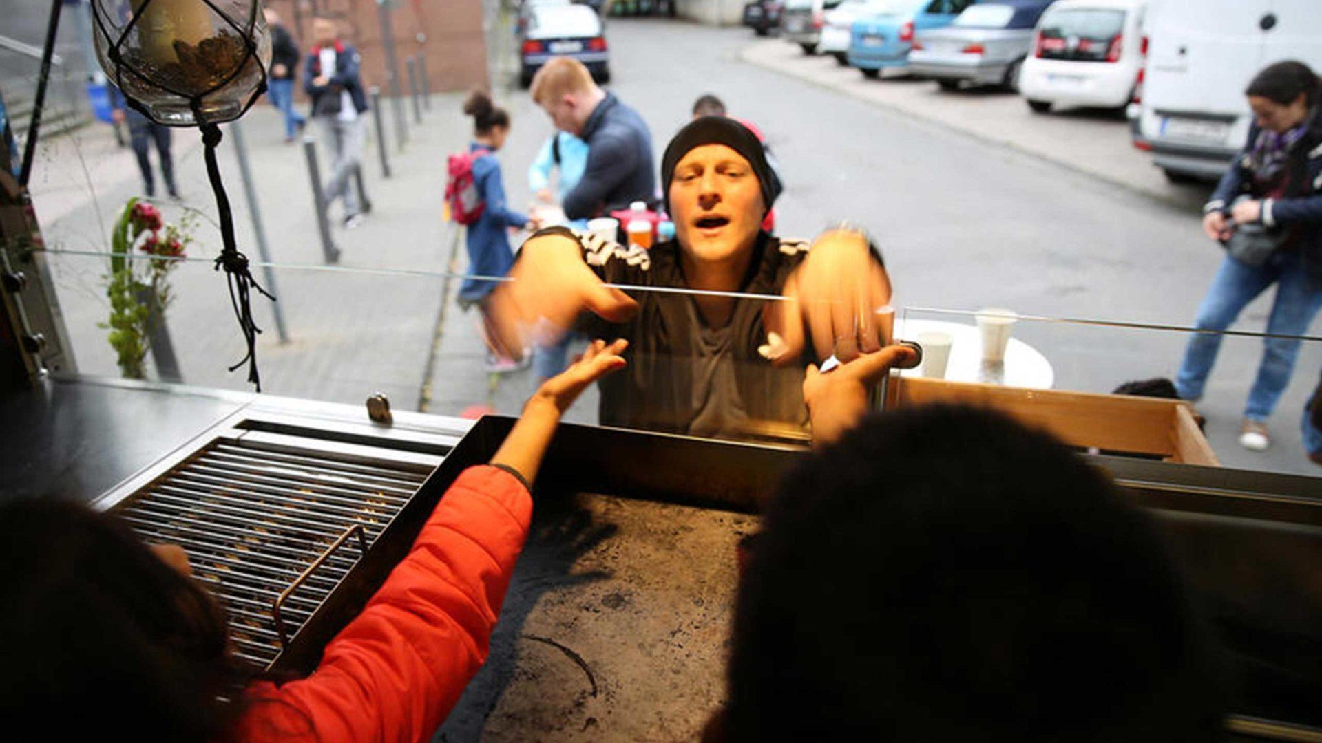 Im MILK. Foodtruck beweisen die Kinder ihr Verkaufstalent.