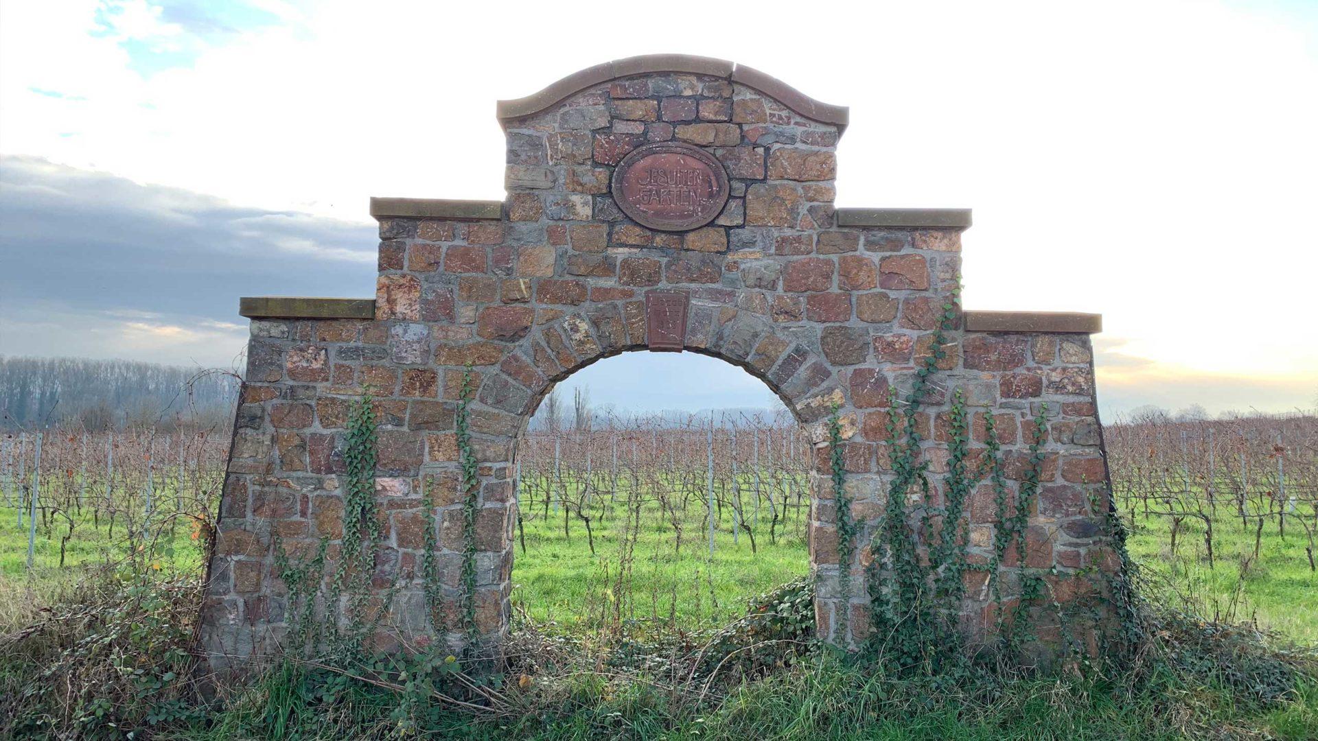 Das Tor zum Jesuitengarten
