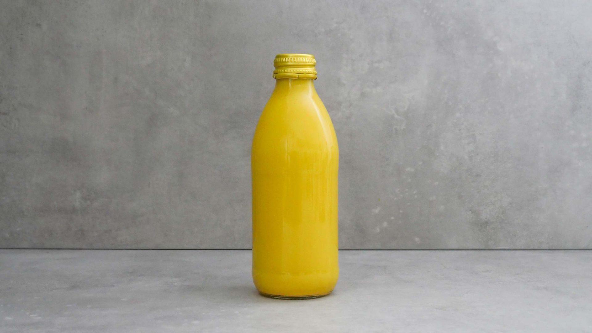 Golden Milk in Schraubglasflasche