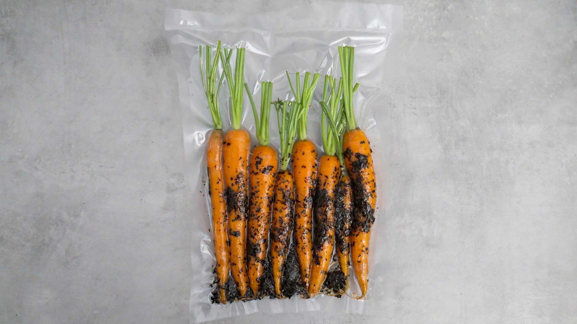 Karotten die mit Dulse vakuumiert sind