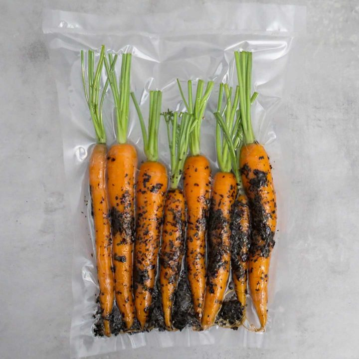 Karotten im Vakuumier-Beutel.