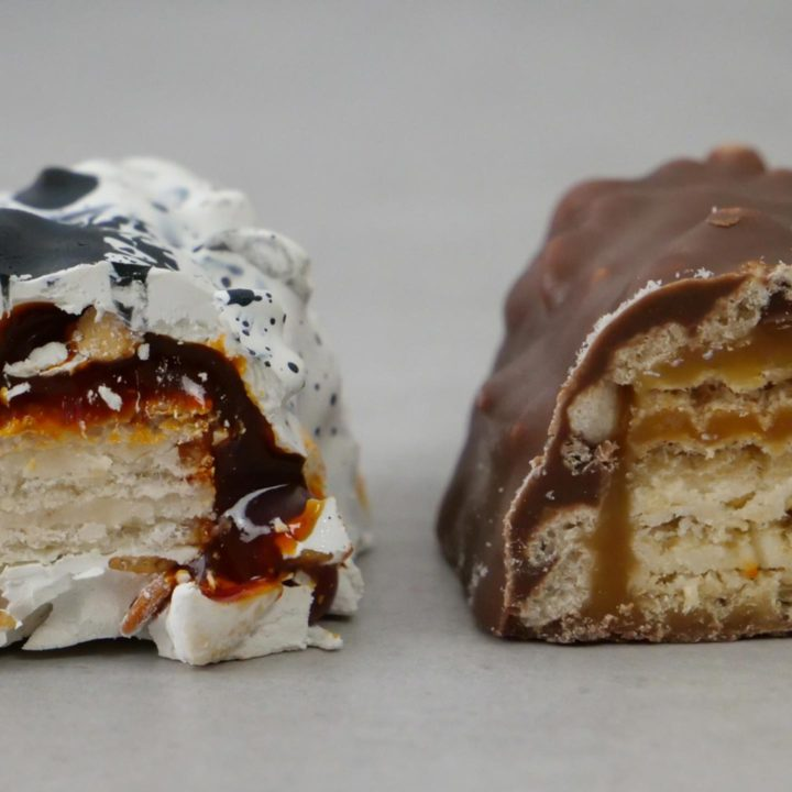 Der Schokoladenriegel im Vergleich mit dem Originalriegel.