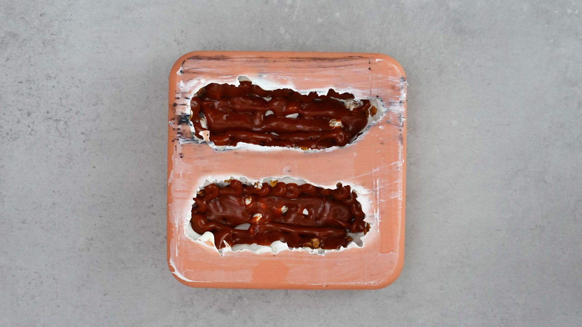 Gefüllte Schokoriegelform mit zwei Riegeln