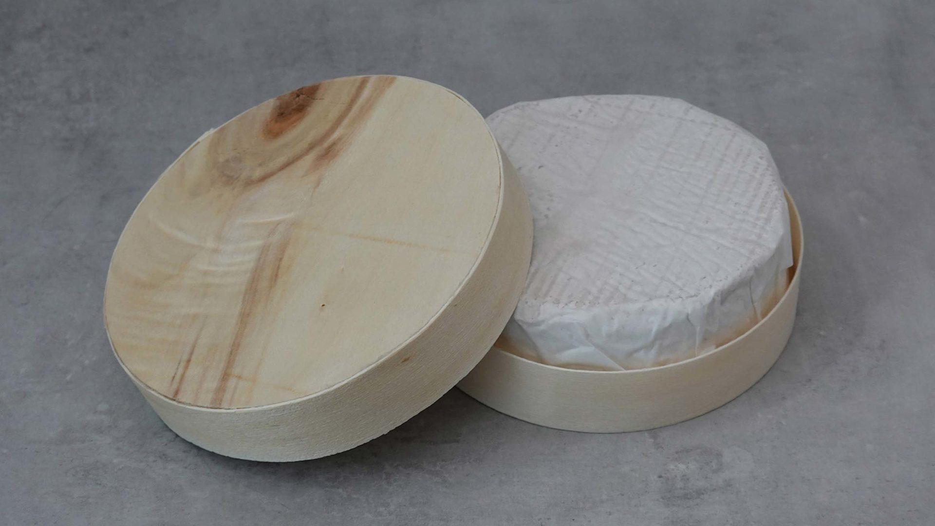Unser Käse in der klassischen Camembertverpackung