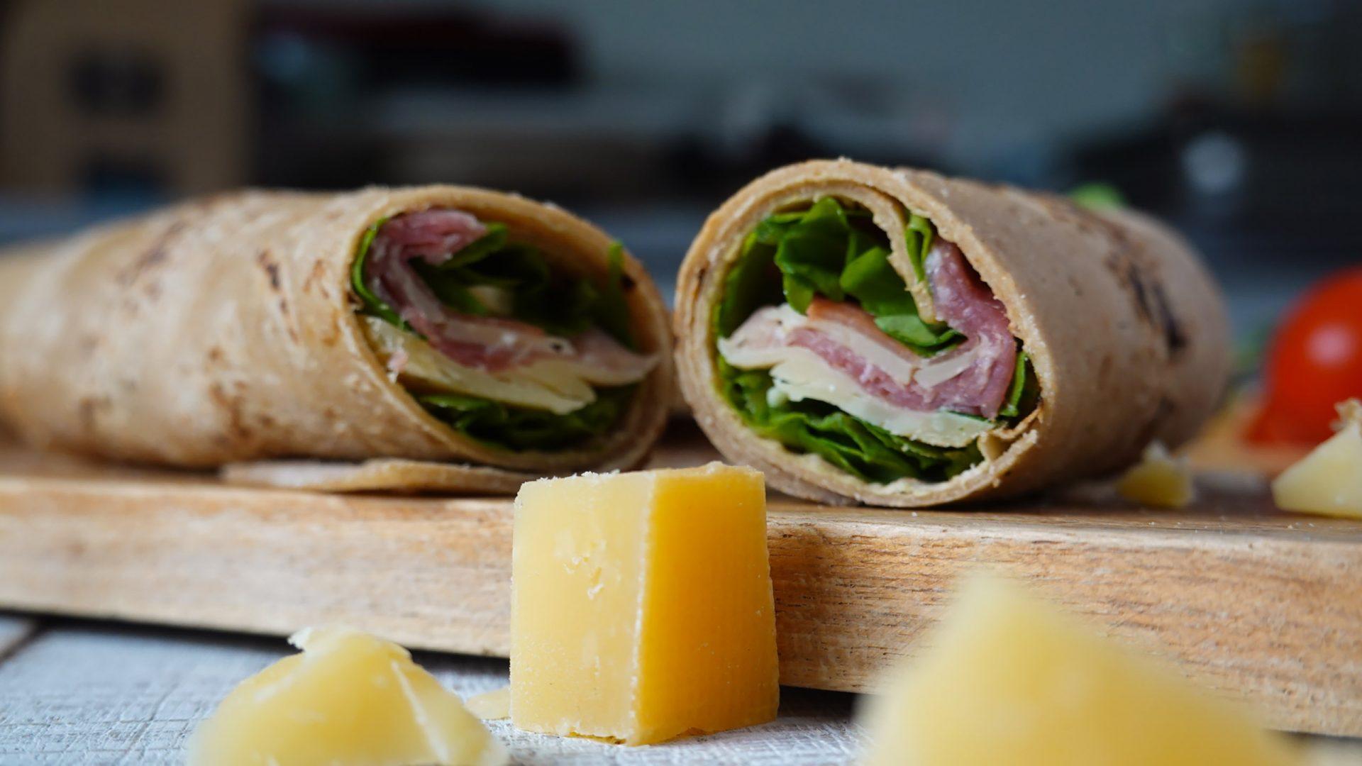 Wraps gefüllt mit Rucola und Parmaschinken