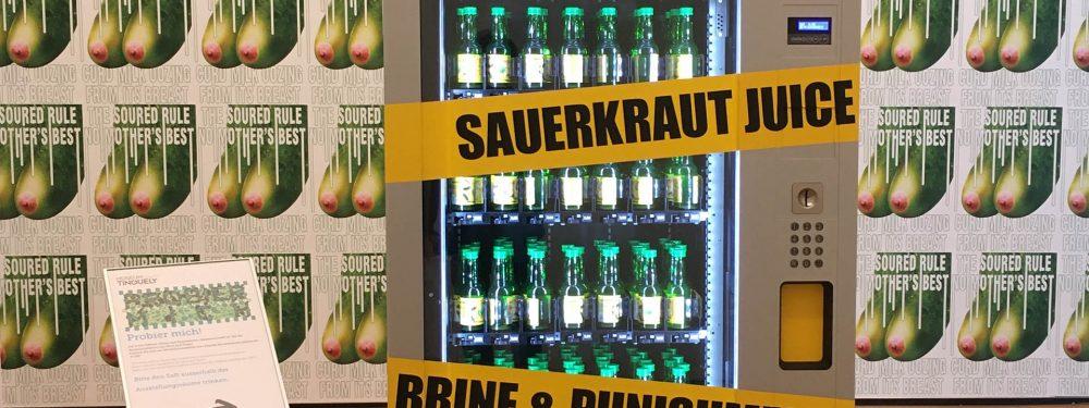 Der Sauerkrautsaft Automat von Slavs and Tatars